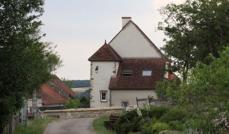 House with garden Jours-en-Vaux