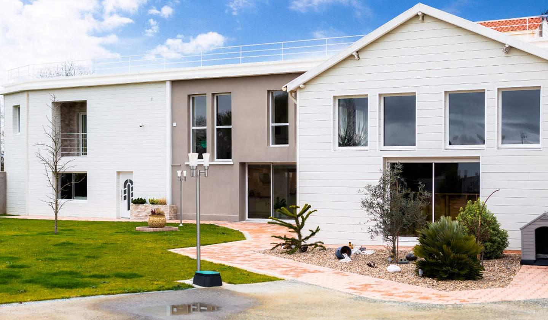 Maison avec piscine et terrasse Surgères