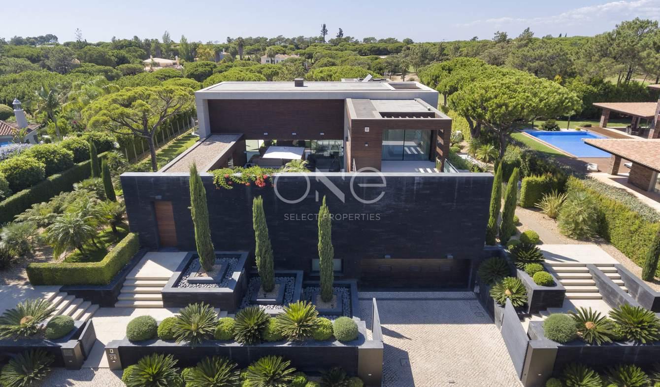 Maison contemporaine avec piscine en bord de mer Almancil