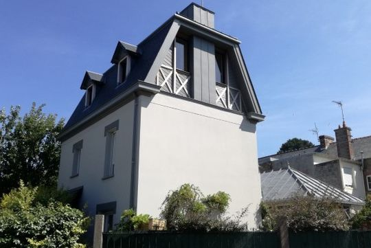 Maison contemporaine avec jardin et terrasse