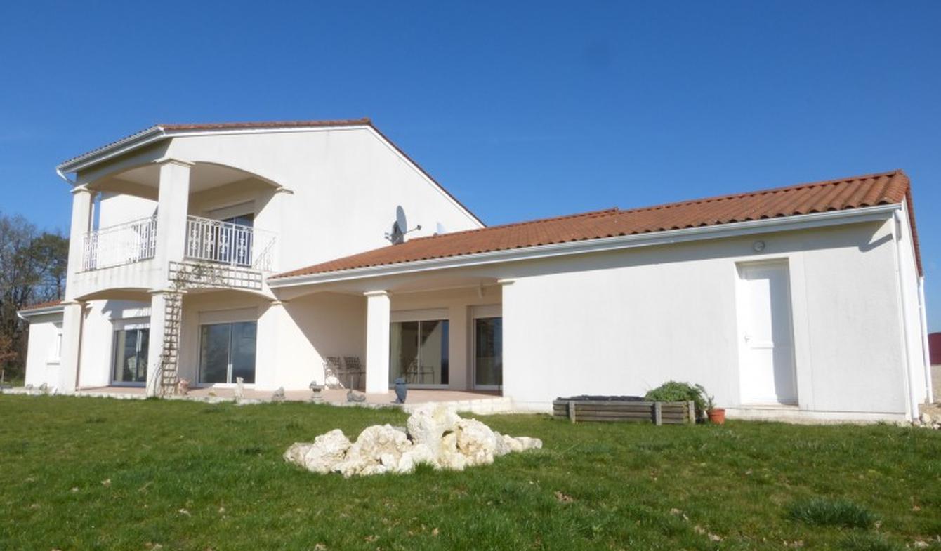 Maison contemporaine Loubès-Bernac
