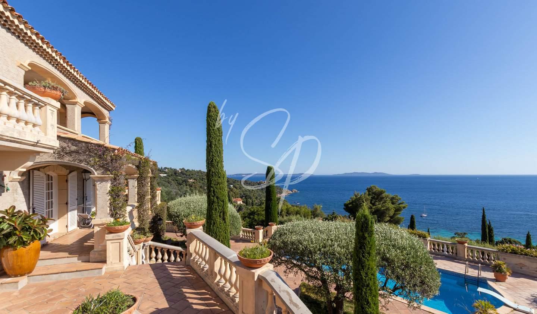Villa avec piscine en bord de mer Le Lavandou