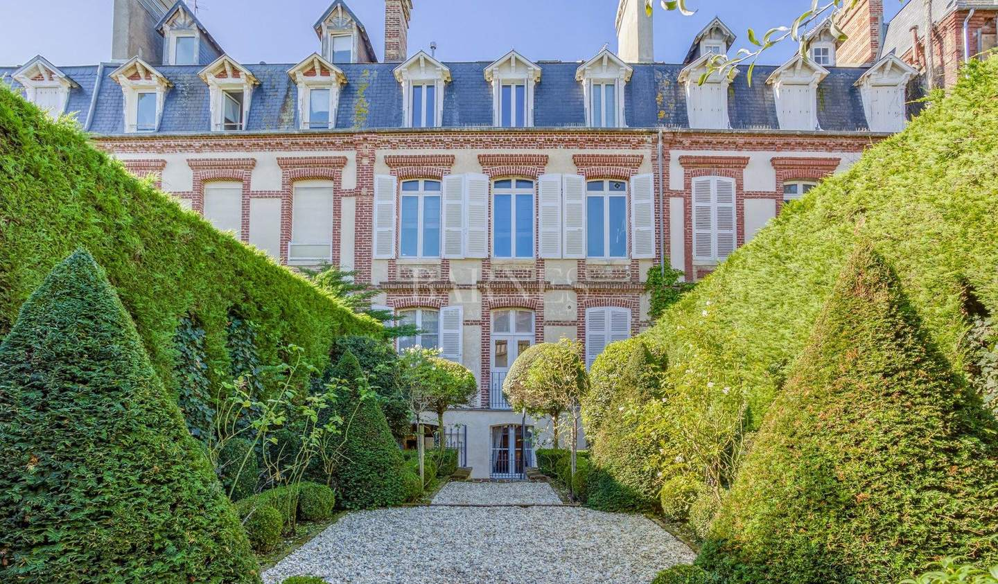 Private mansion with garden Deauville