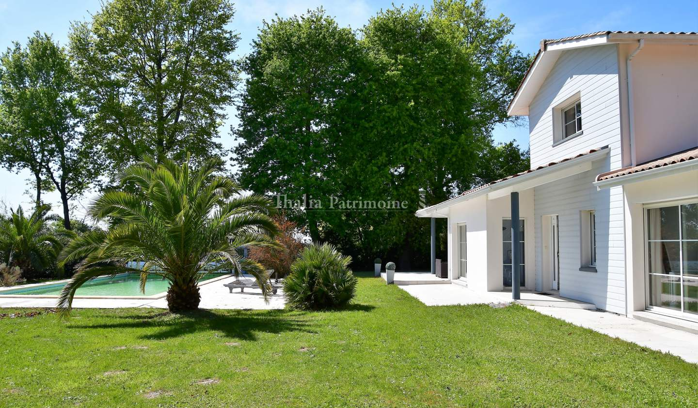 House with pool and terrace Fargues-Saint-Hilaire