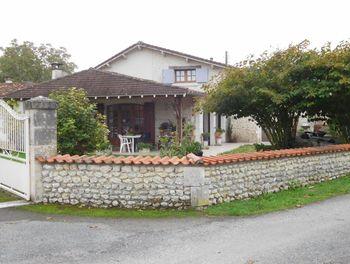 propriété à Chalais (16)