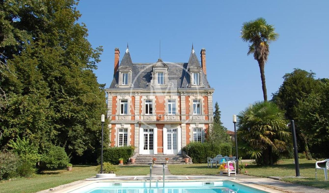 Château Aubeterre-sur-Dronne