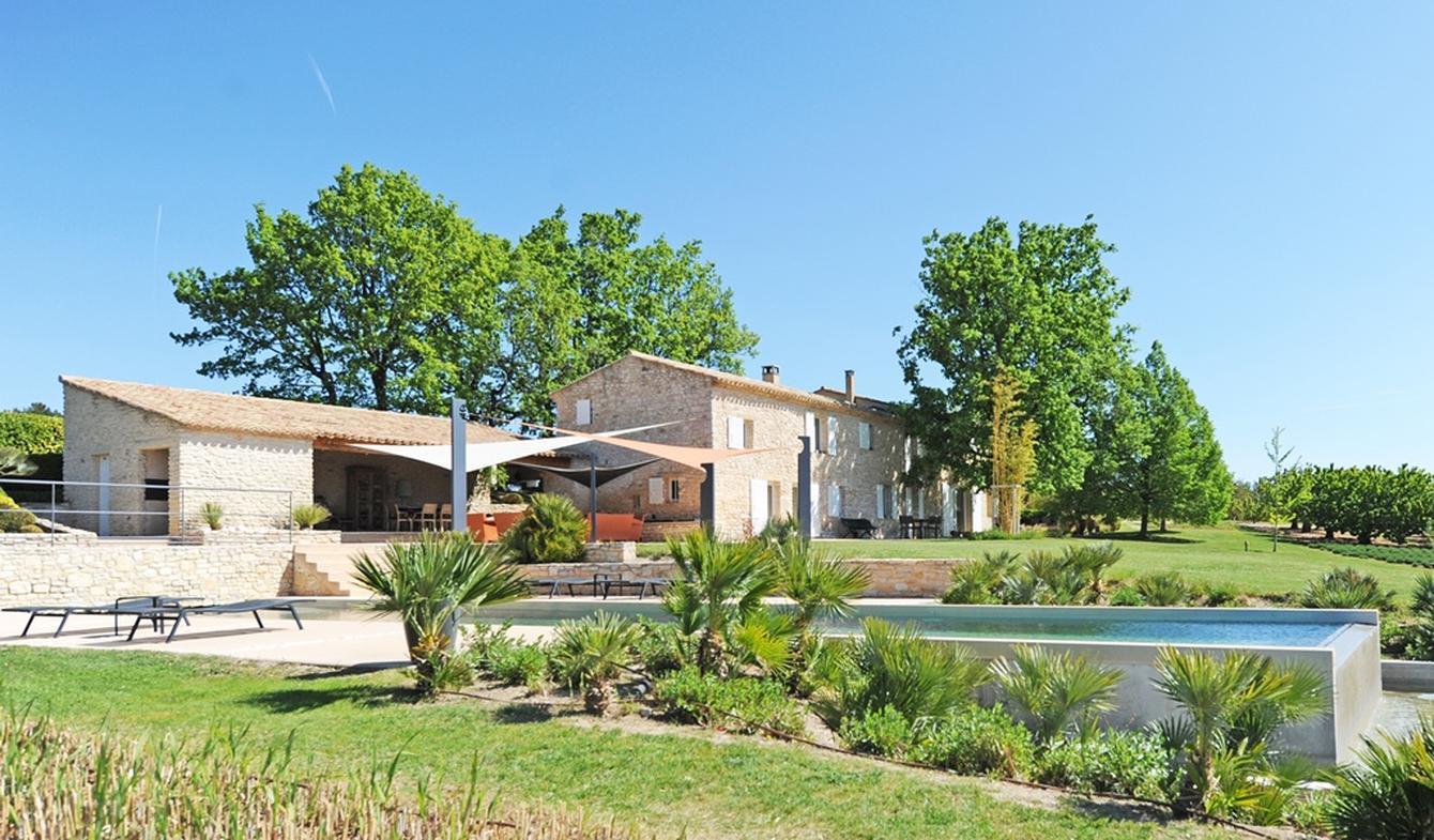 Propriété avec piscine et jardin Gordes