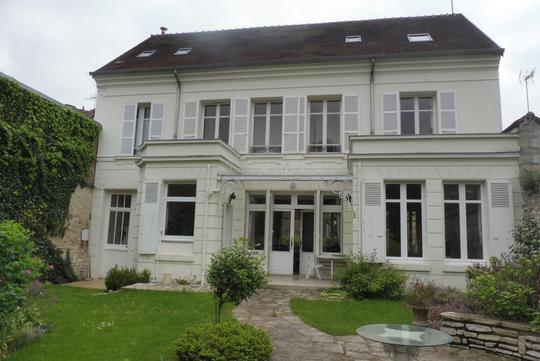 House with garden and terrace