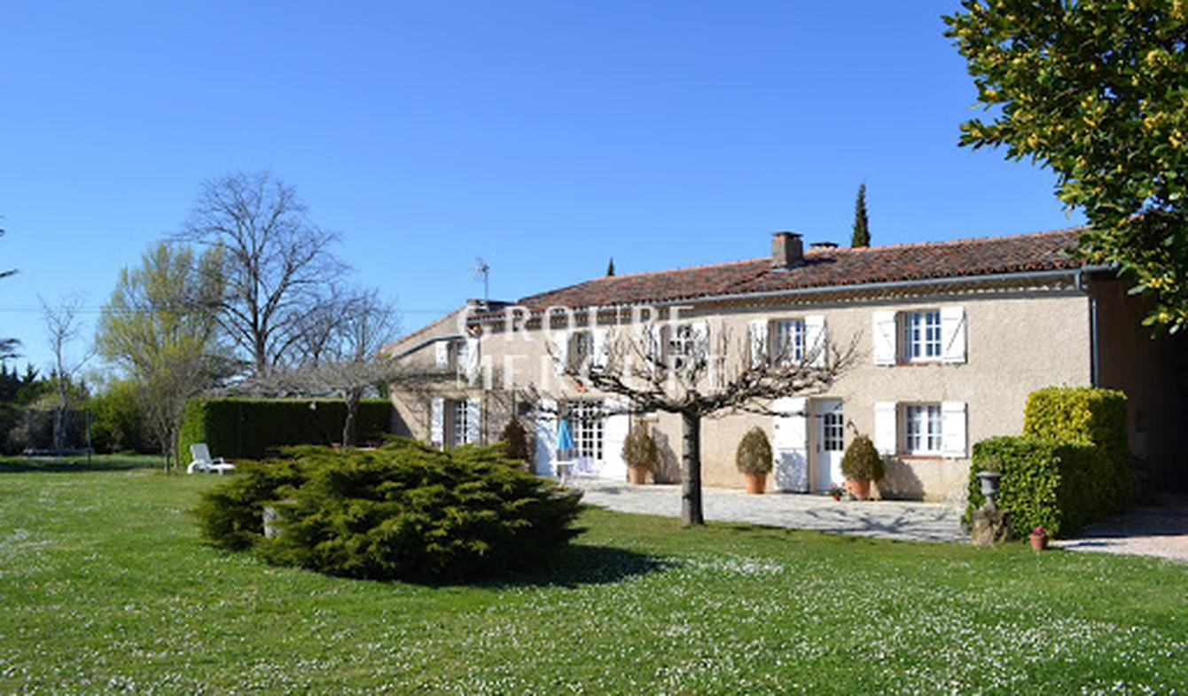 House with pool and terrace Nailloux
