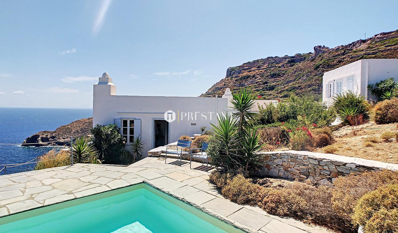 House with pool Artemonas