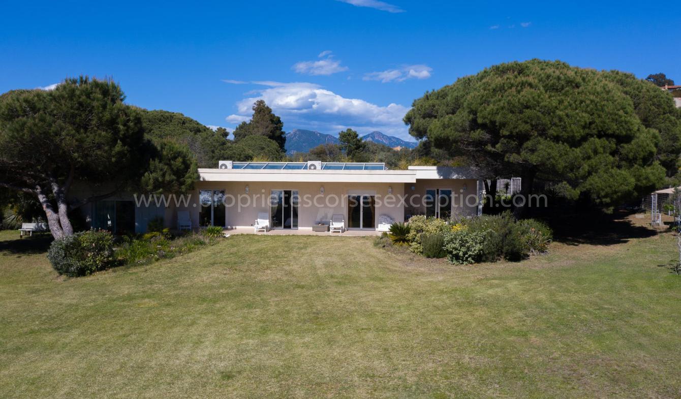 Seaside villa and garden Porticcio