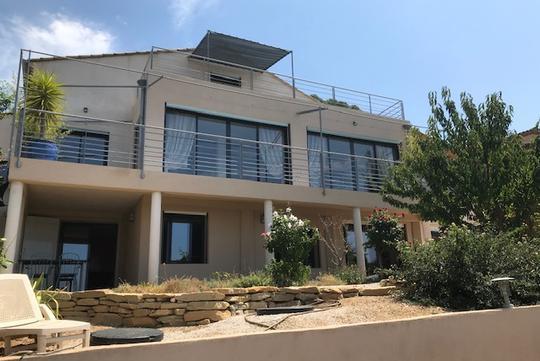 Seaside contemporary house and garden