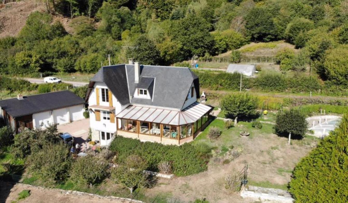 Maison avec piscine et terrasse Alligny-en-Morvan