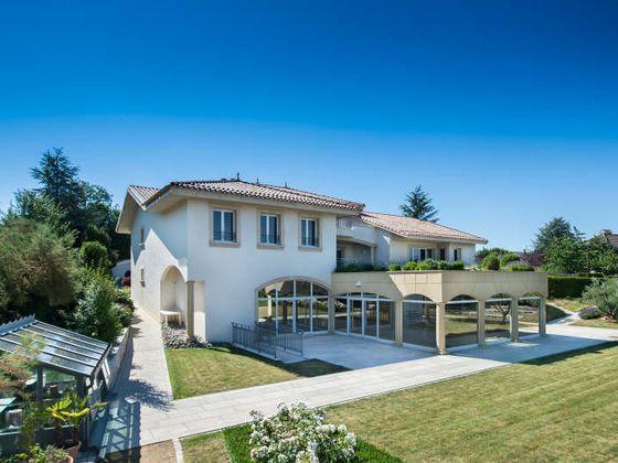 Vente propriété 15 pièces 750 m2