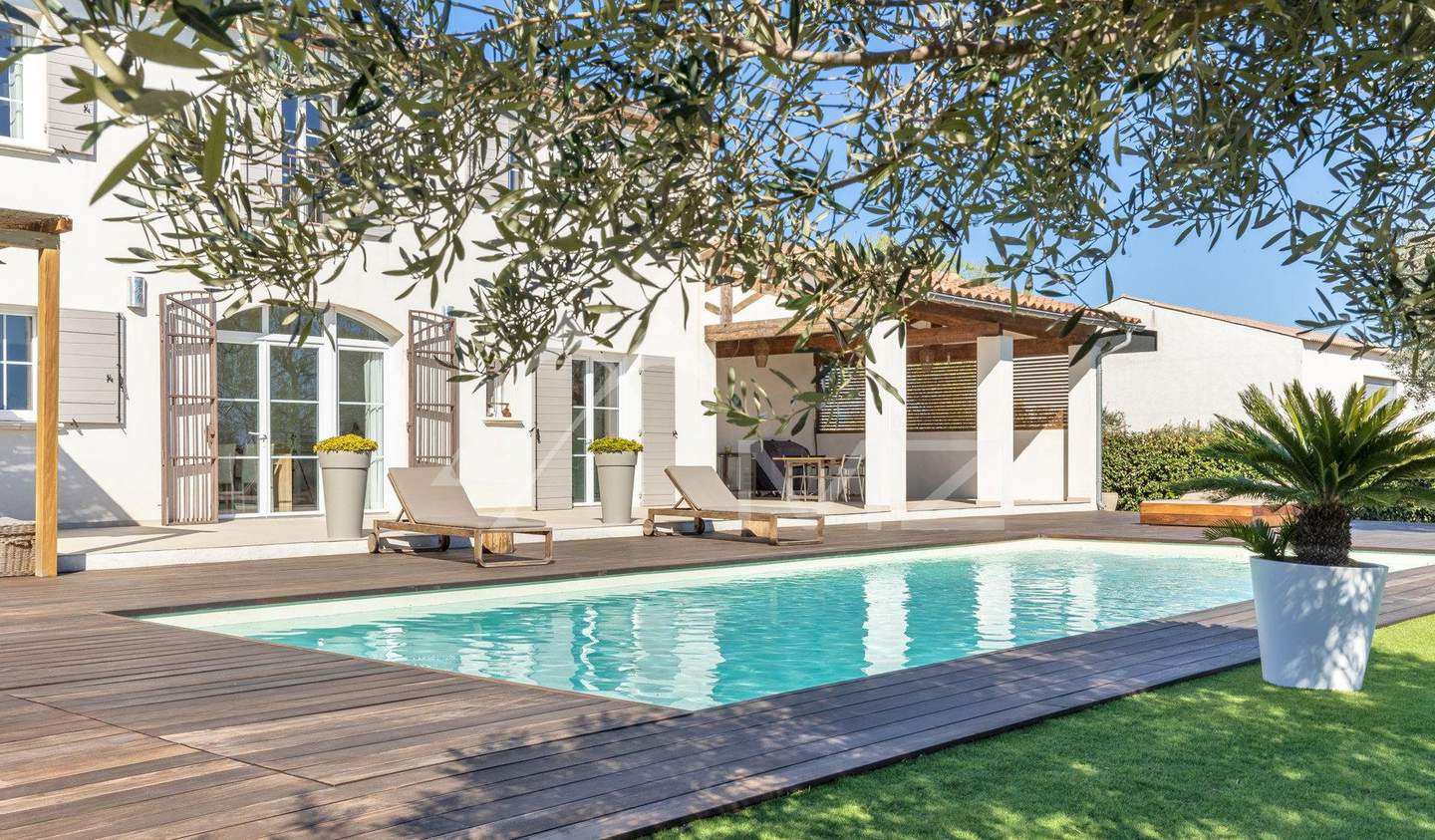 Property with pool Arles