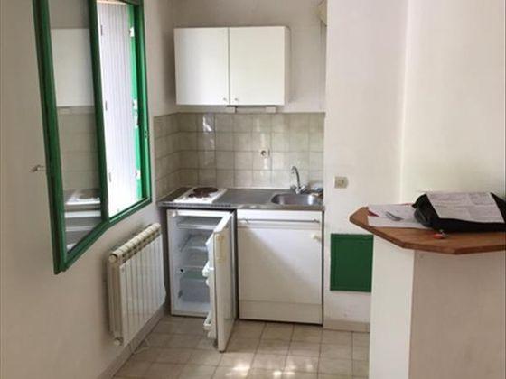 location Studio 27 m2 Aix-en-Provence