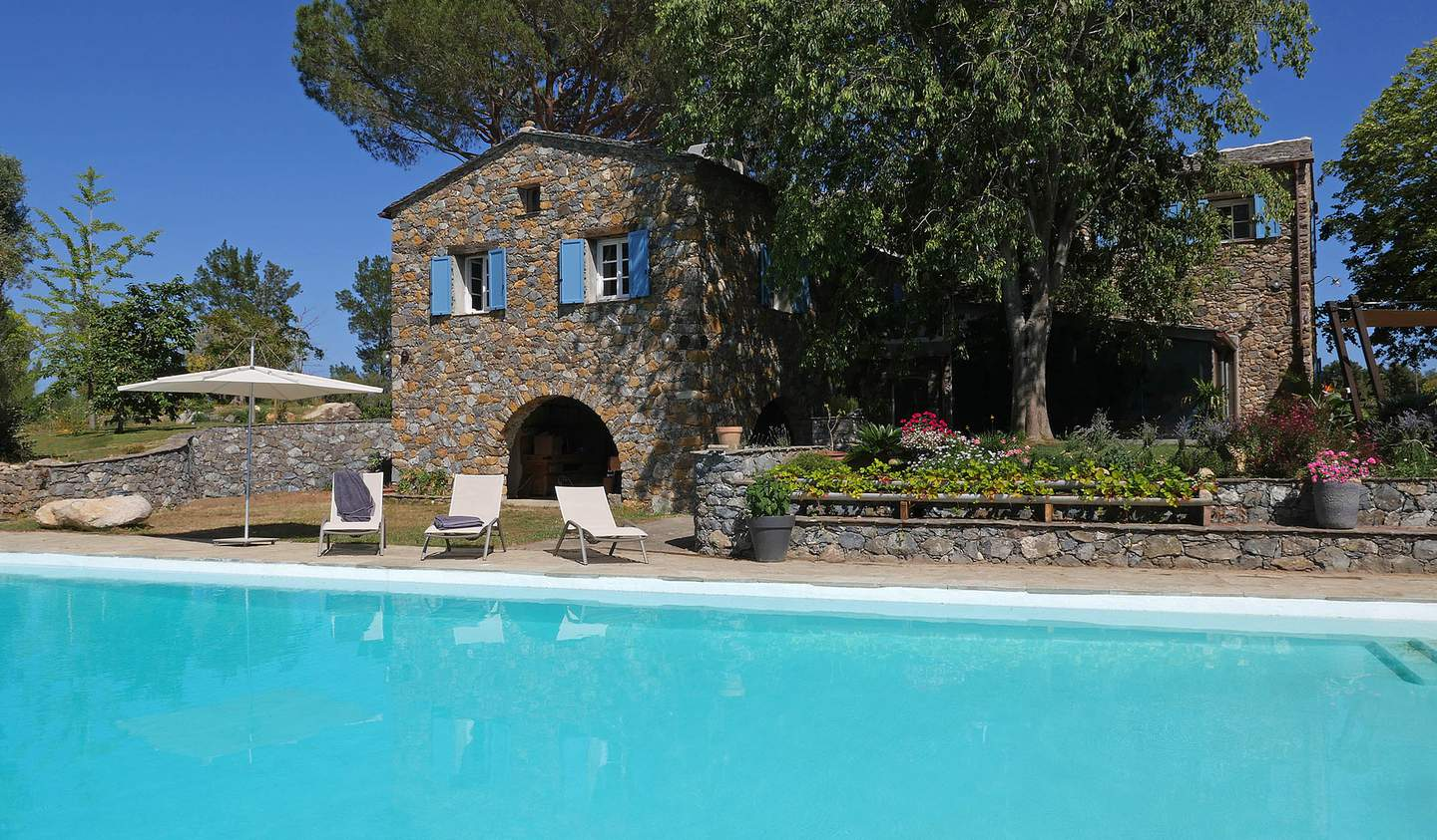Property with pool and garden Haute-Corse