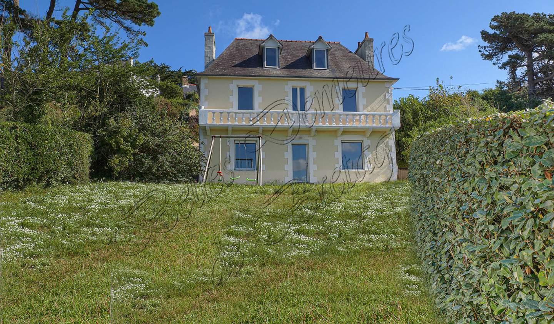Maison avec terrasse Trélévern