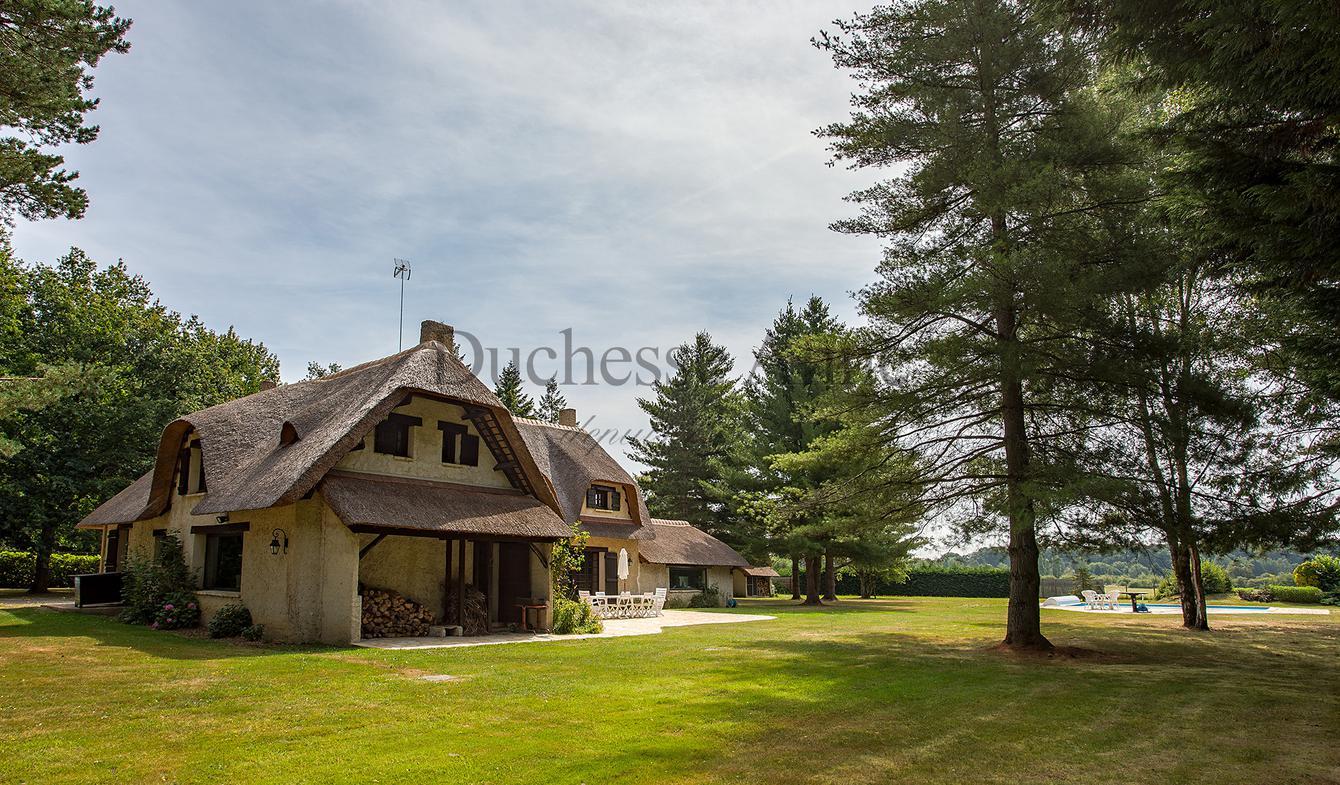 House with pool Montfort-l'Amaury