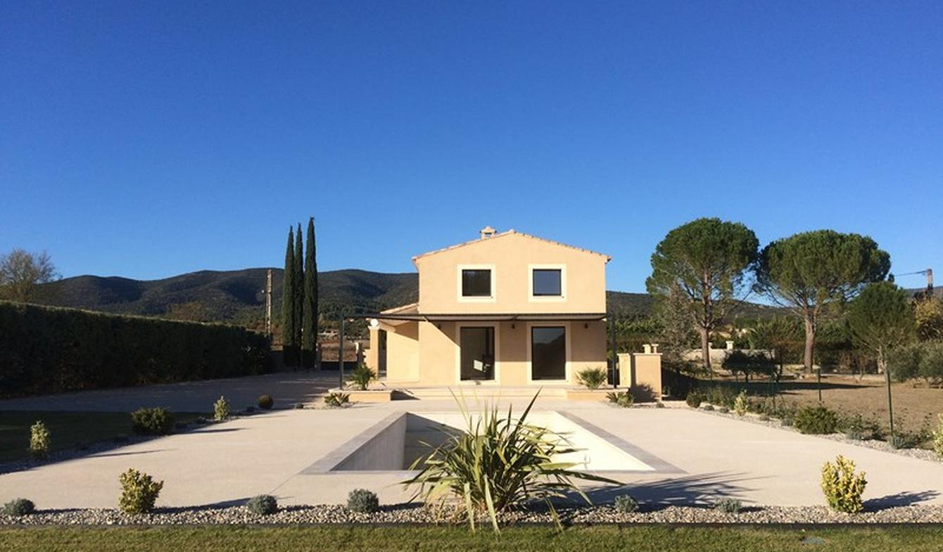 Maison contemporaine avec piscine et jardin Lourmarin