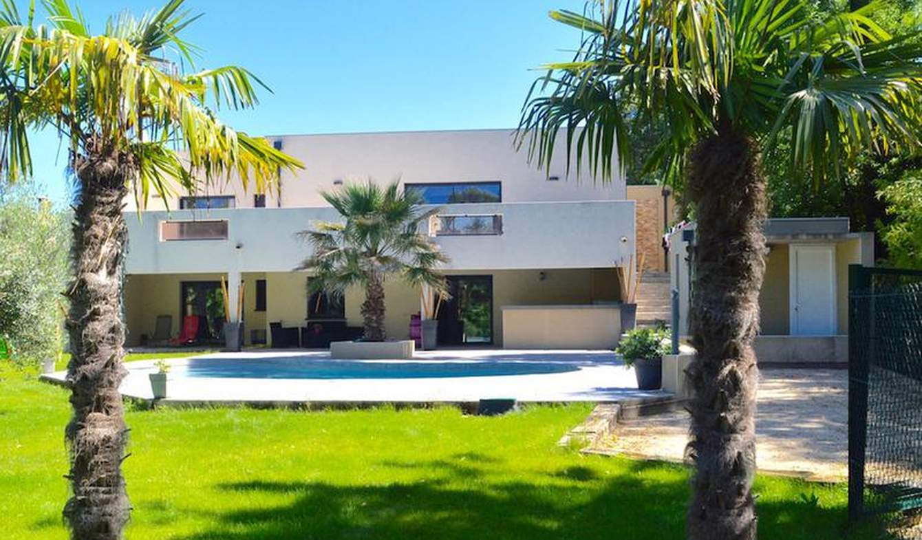 Maison contemporaine avec piscine et terrasse Beziers