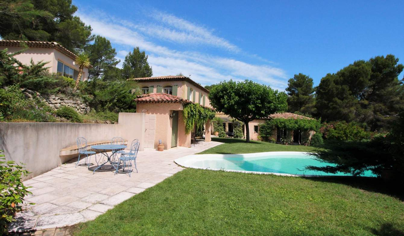 Propriété avec piscine et jardin Ventabren