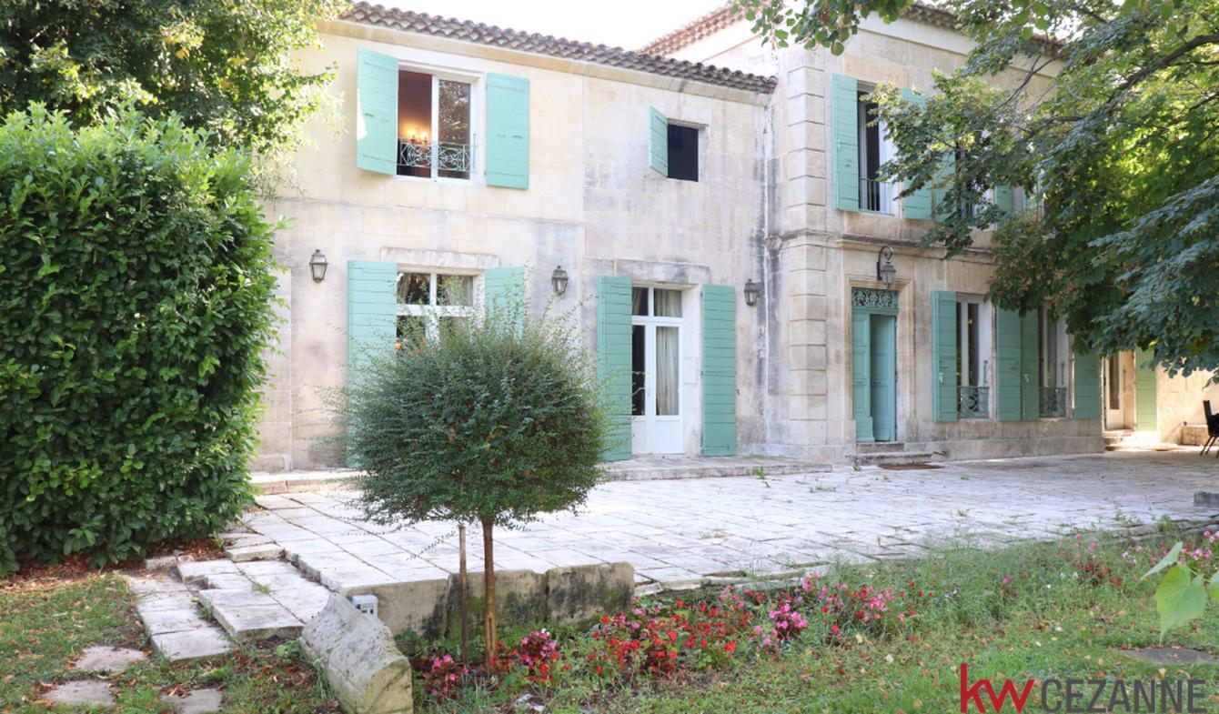 Maison avec piscine et terrasse Arles