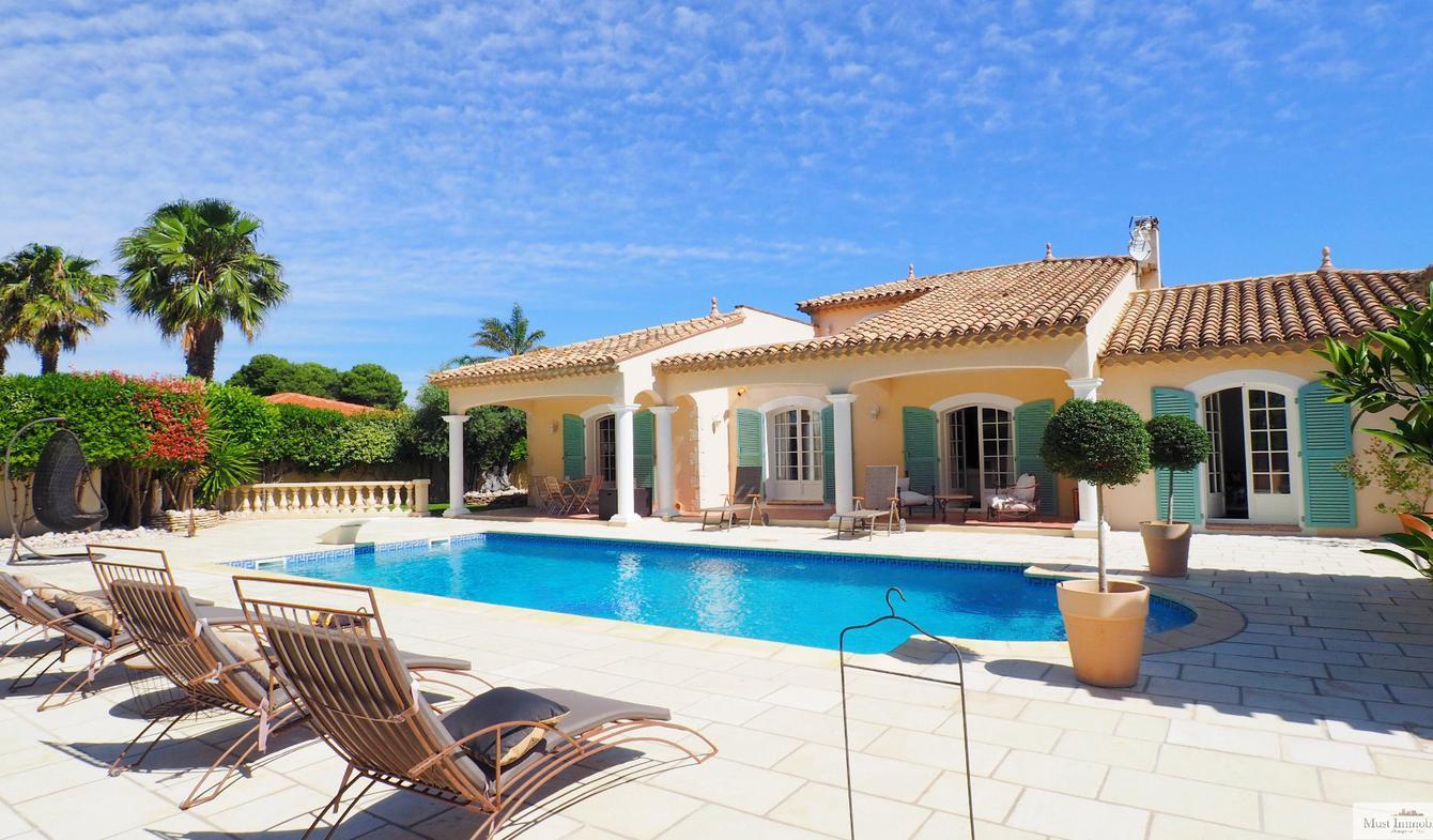 Villa avec piscine et terrasse Saint-Hippolyte