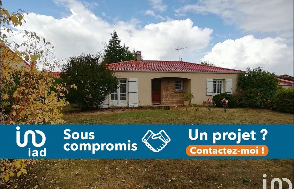 Vente maison 6 pièces 143 m² à La Pommeraie-sur-Sèvre (85700), 220 000 €