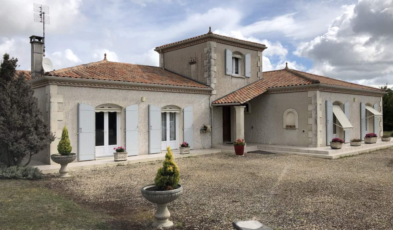 Maison avec piscine et terrasse Barbezieux-Saint-Hilaire