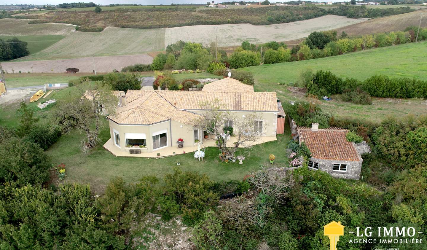 House with terrace Mortagne-sur-Gironde