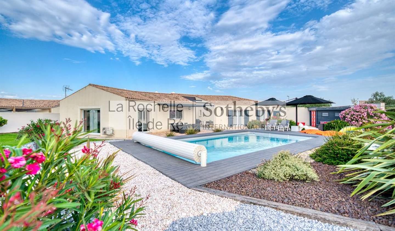 Seaside house with pool La Rochelle