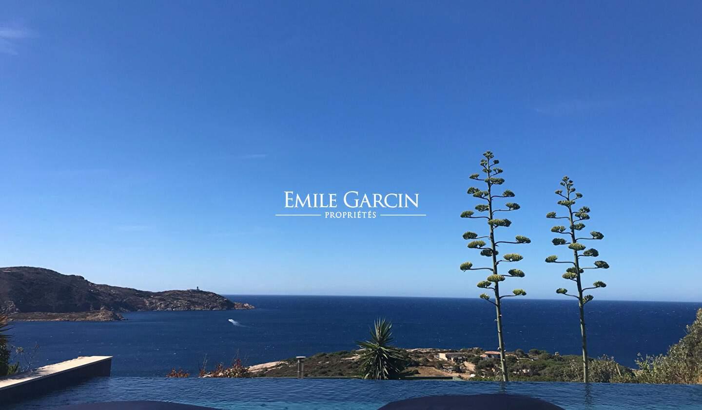 Propriété avec piscine en bord de mer Calvi