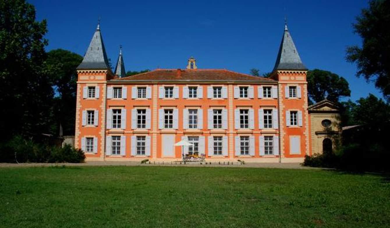 Castle with staff & services Pezenas
