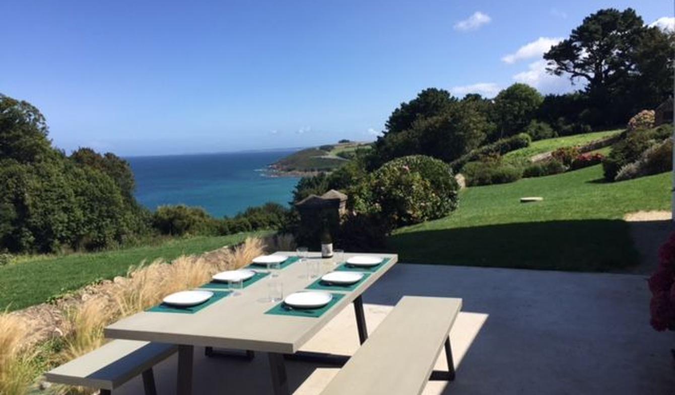 Seaside villa and garden Plougasnou