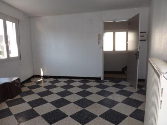 Location studio 25,74 m2