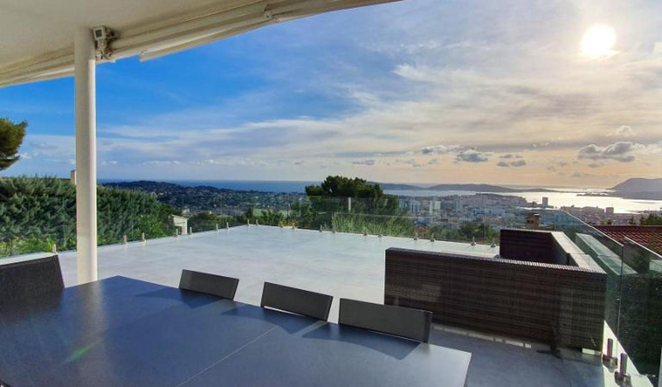 Seaside property with pool Toulon