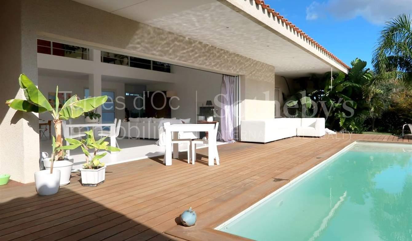 Maison avec piscine en bord de mer Sainte marie la mer
