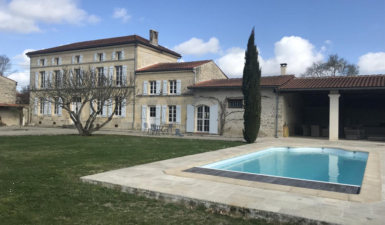 Maison avec piscine et jardin Matha