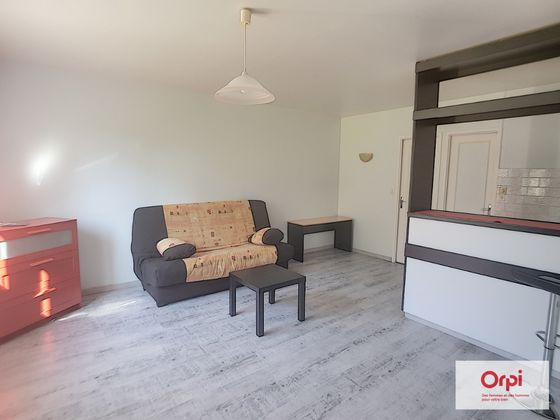 Location studio meublé 23,66 m2