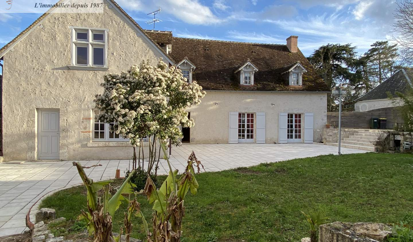 House with terrace Cour-sur-Loire