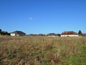 terrain à Saint-Pardoux-Corbier (19)