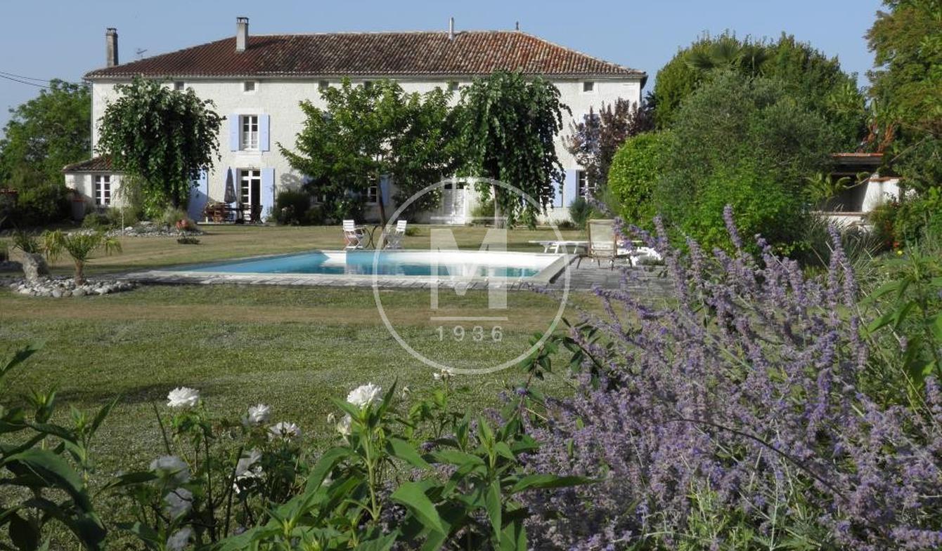 Maison avec piscine Barbezieux-Saint-Hilaire