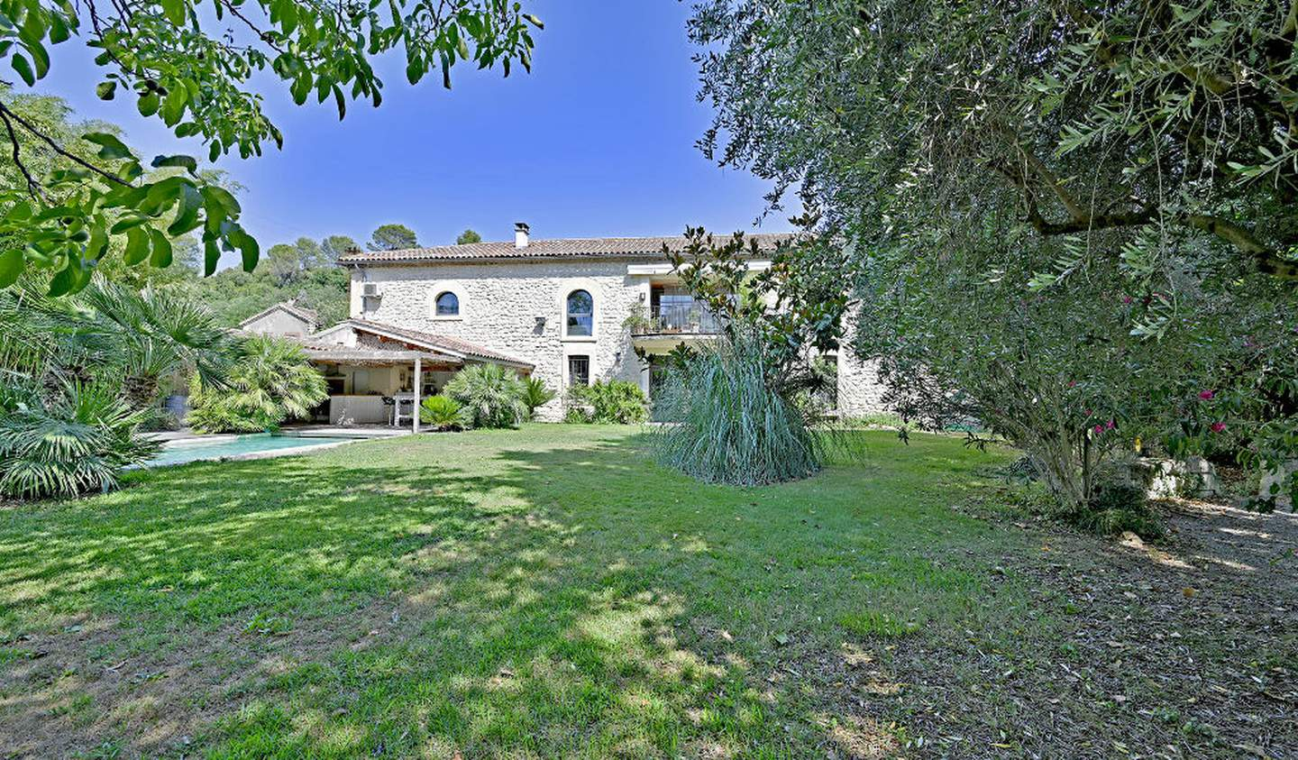 House with pool and terrace Sommieres