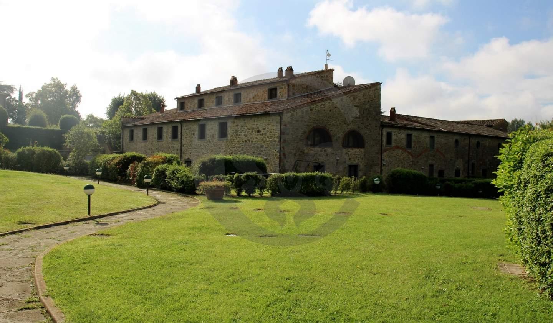 Apartment with pool Cortona