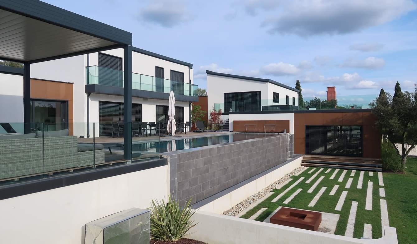 Maison contemporaine avec piscine et jardin Nimes