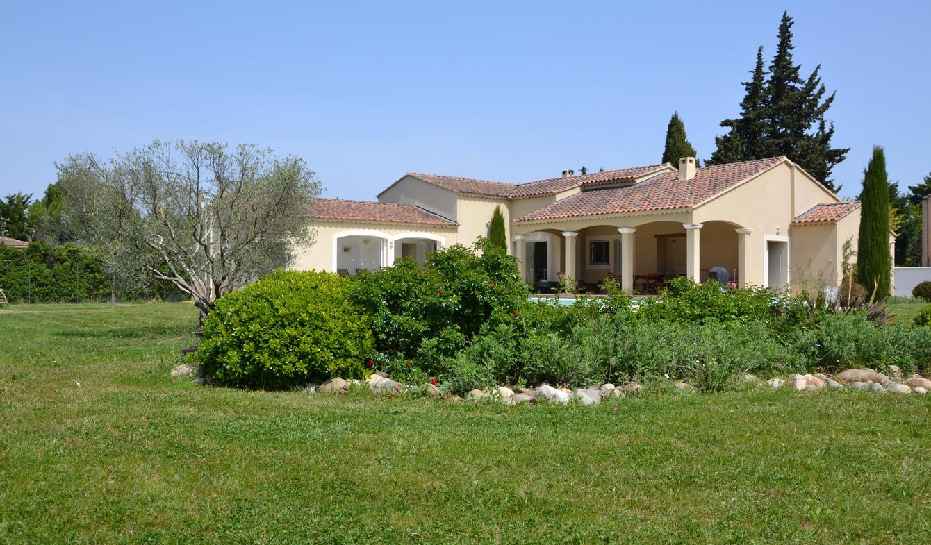 Maison contemporaine avec piscine et jardin Graveson