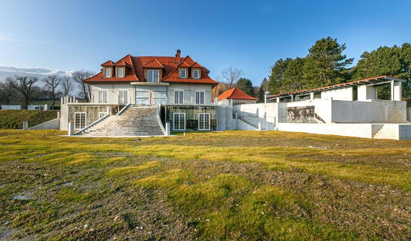Property with pool Echenevex