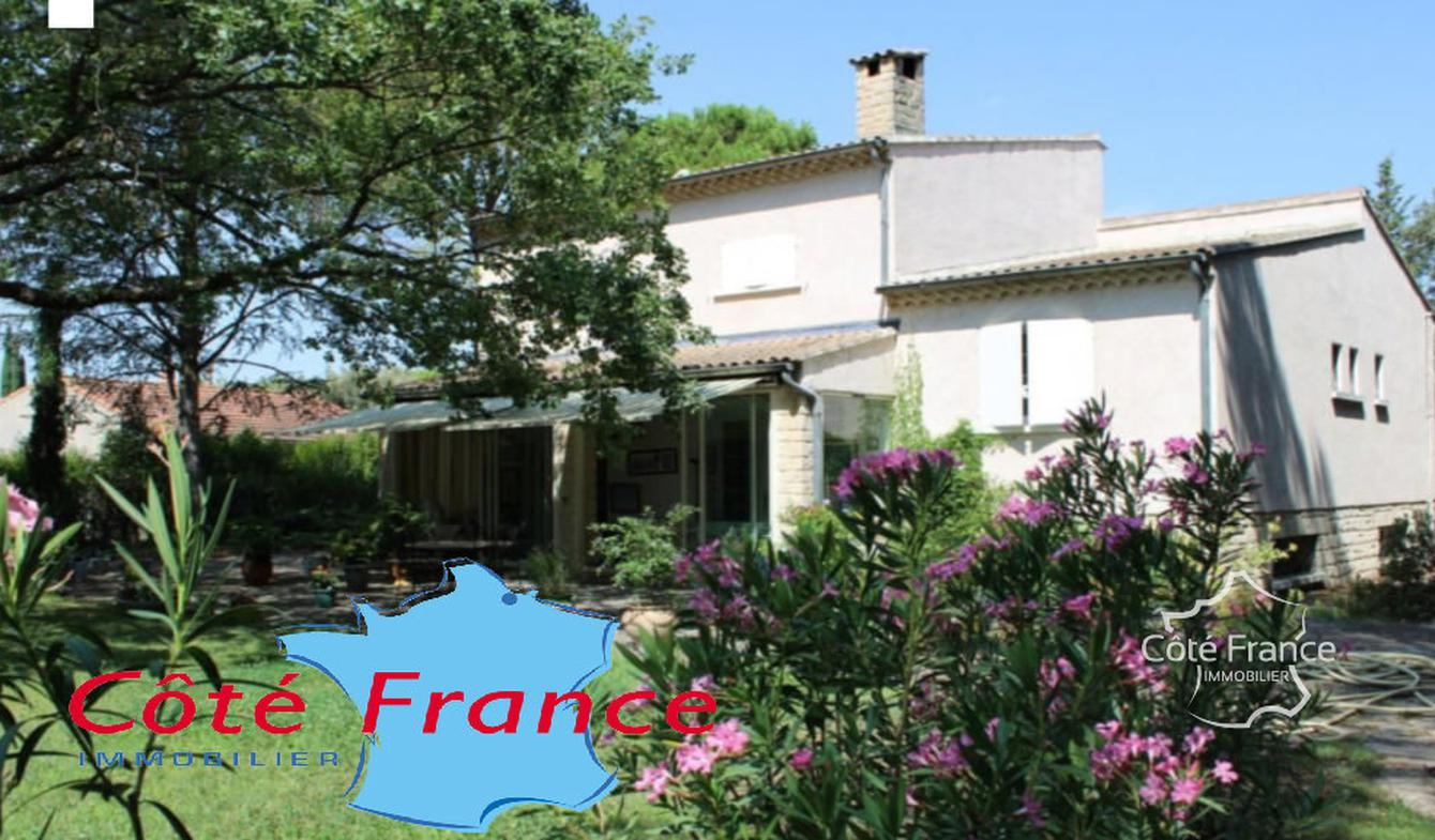 House with pool and terrace Caromb