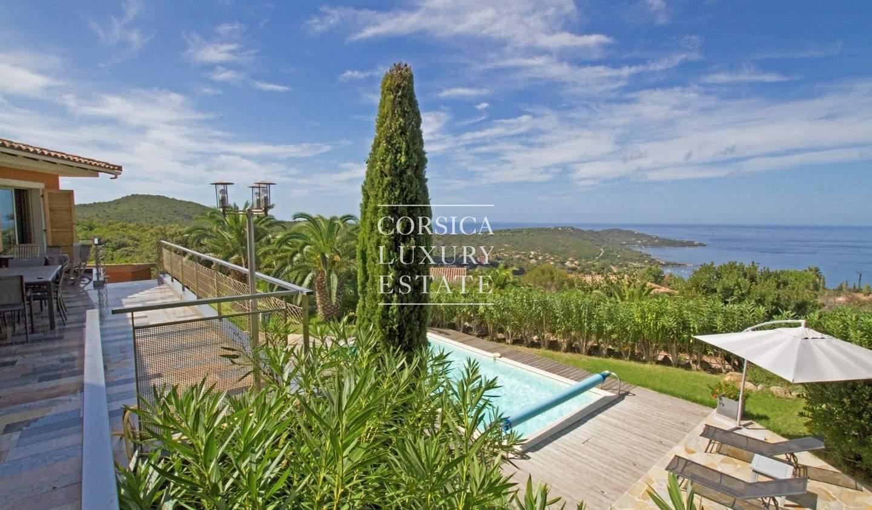 Villa avec piscine en bord de mer Coti-Chiavari